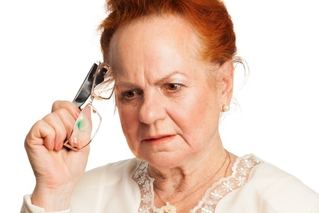 Woman with memory issues|How To Talk To Your Loved One With Memory Loss
